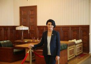 Deputat Sona Əliyevanın anası qızından ədalət istəyir