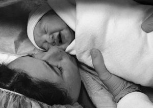 Buse Terimin yeni doğulan qızı ilə ilk fotosu