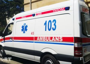 Yevlaxda sürücü avtomobili aşırıb, ölən və yaralananlar var