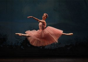 Rusiyanın tanınmış balet ulduzları Opera və Balet Teatrının səhnəsində