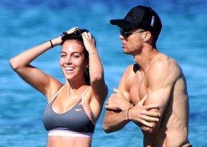 Ronaldo sevgilisi ilə belə dincəlir