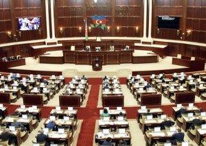 Parlamentin yaz sessiyası hökumətə sərt suallarla bitdi