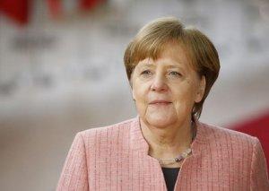 """Merkel: """"Rusiyanın G-7-yə qayıtması mümkündür"""""""
