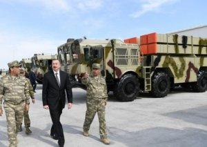 Azərbaycan prezidenti Ermənistanı təşvişə salan silahlara baxış keçirdi