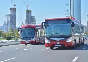 """""""BakuBus"""" avtobusların yolunda təhlükəli vəziyyətlər yaradan avtomobillərin görüntülərini yayıb"""