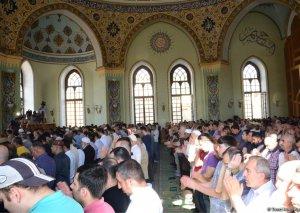 Azərbaycanın məscidlərində bayram namazı qılınıb