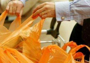 SORĞU: Bakıda qadınların 7,9%-i, kişilərin isə 5,5%-i marketə gedərkən özləri ilə çanta aparır
