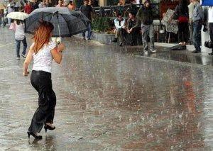 İstanbulda leysan yağışlar yollar bağladı