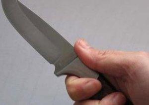 Bərdə Ticarət Mərkəzində administrator bıçaqlandı - Qıza görə