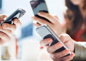 Azərbaycanda mobil cihazların qeydiyyatı üçün YENİ RÜSUMLAR müəyyən edildi
