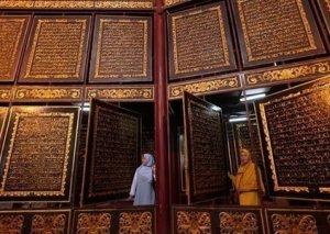 İndoneziyada nadir Quran nüsxəsi nümayiş etdirilir