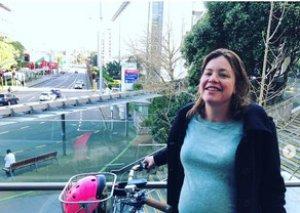 Yeni Zelandiyada hamilə nazir doğum evinə velosipedlə gəlib
