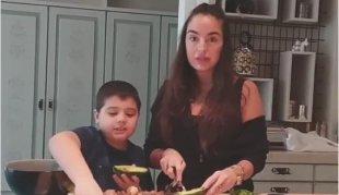 Leyla Əliyeva oğlu ilə yemək bişirdi - video
